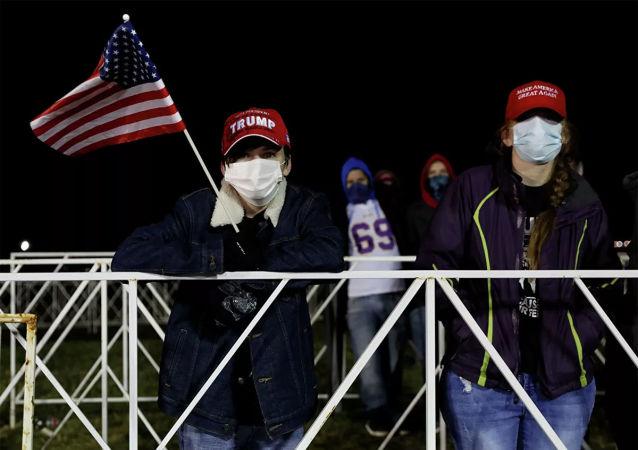 媒体:特朗普支持者在多个州的议会大厦附近举行抗议