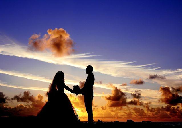 民调:近三分之一的俄罗斯人在工作中发生过恋情