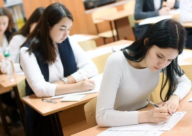 俄52个地区的中学生计划参加中文科目的国家统一考试
