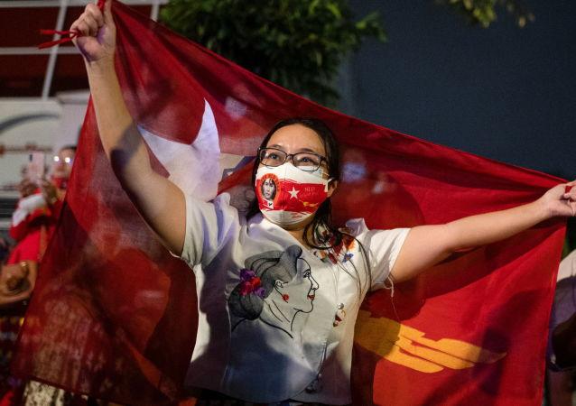 缅甸选民投票赞成与中国合作