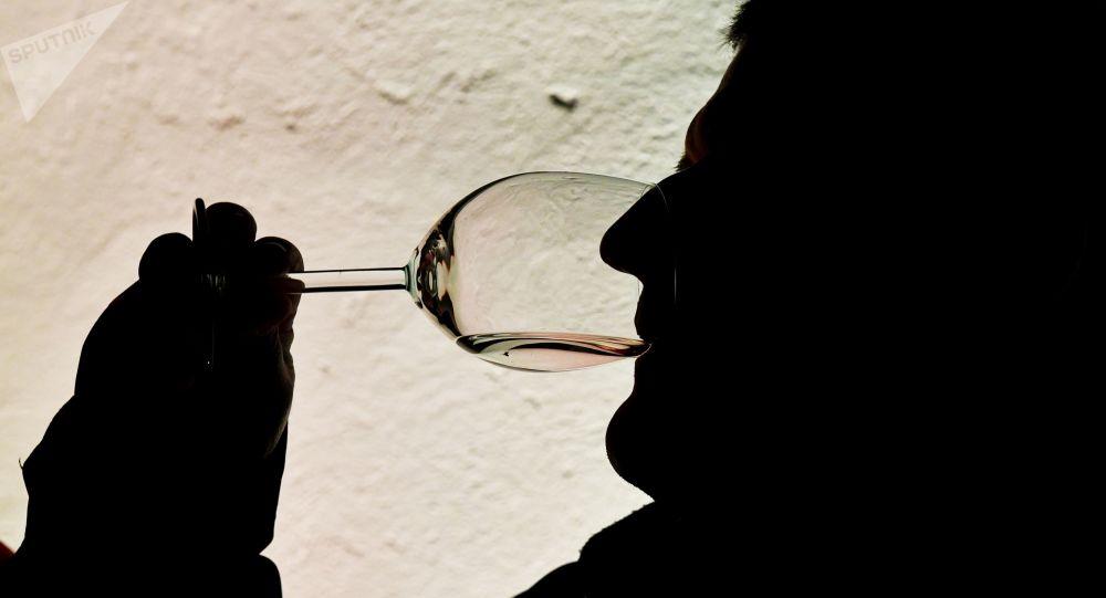 科学家发现为何老年人可以更好地感知葡萄酒的味道