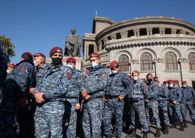亚美尼亚反对派宣布成立全国救助委员会