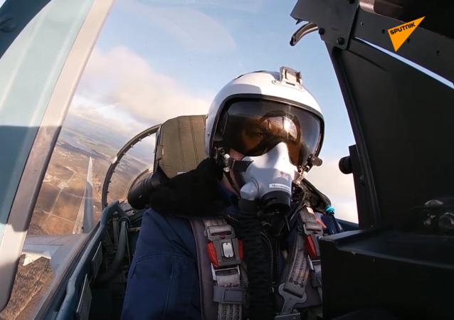 苏35-S飞行员在卡累利阿举行演习