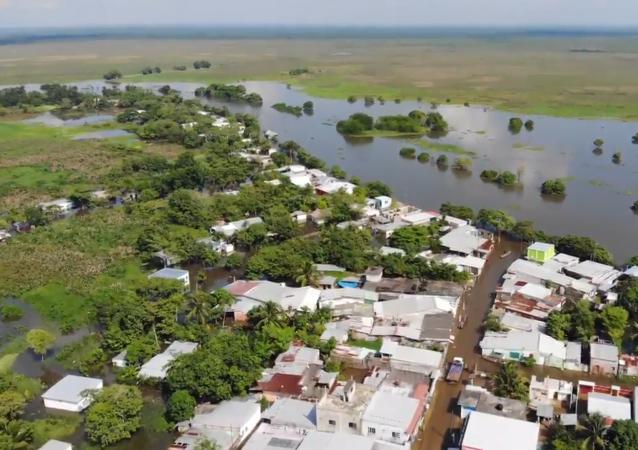 墨西哥南部洪水迫使上万人疏散