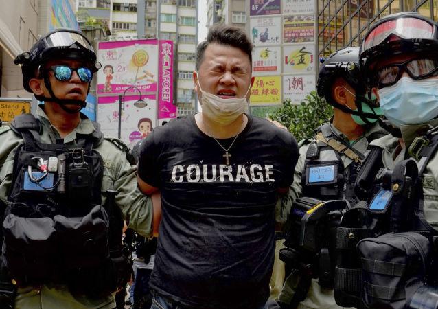 中国政府表示支持香港警方的行动