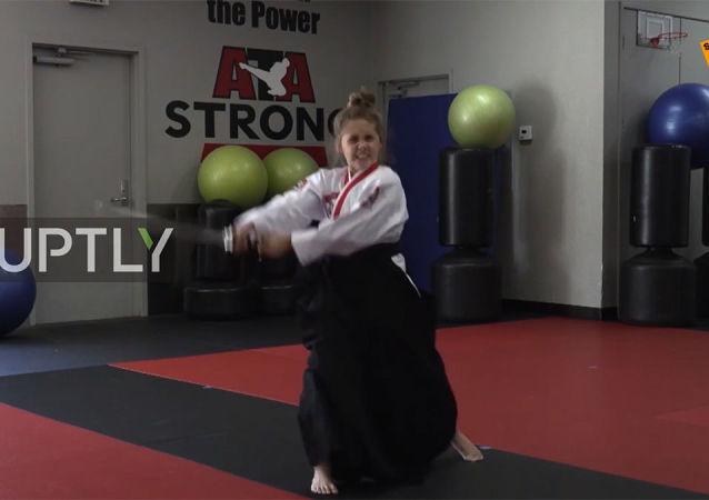 12岁女孩展示精湛武技