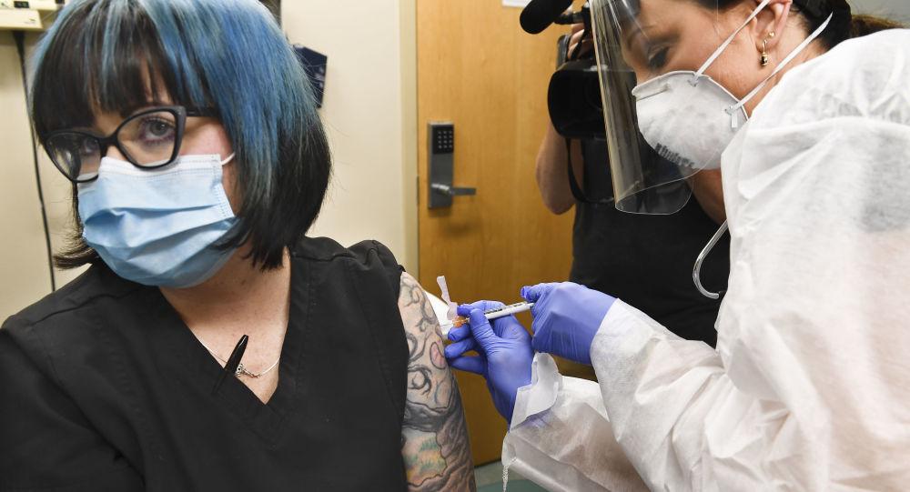 美国两女子假扮老妇接种新冠疫苗被识破