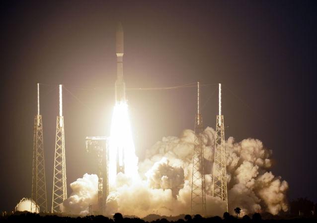 """""""宇宙神-5""""运载火箭搭载美侦察卫星成功发射升空"""