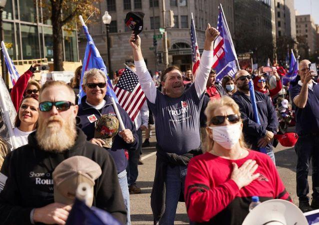 """特朗普称""""几十万人""""在华盛顿的游行中支持他"""