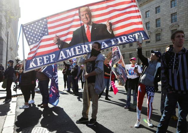 媒体:华盛顿游行者冲突期间一男子背部受刀伤