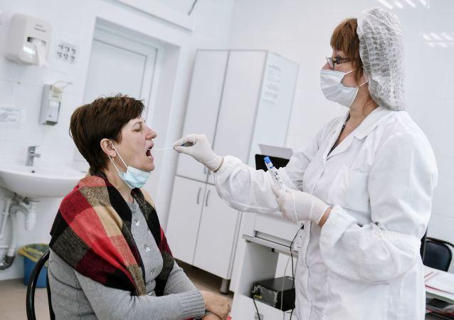 俄传染病专家指出重复感染新冠病毒的原因