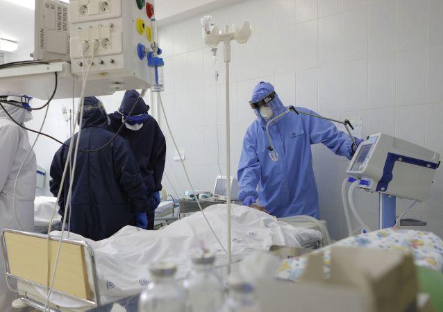 过去24小时,俄罗斯新增新冠病毒感染病例20985例,累计感染病例达1991998例