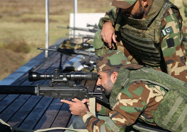 """俄罗斯和巴基斯坦狙击手在""""友谊-2020""""联合军演期间歼灭假想敌"""