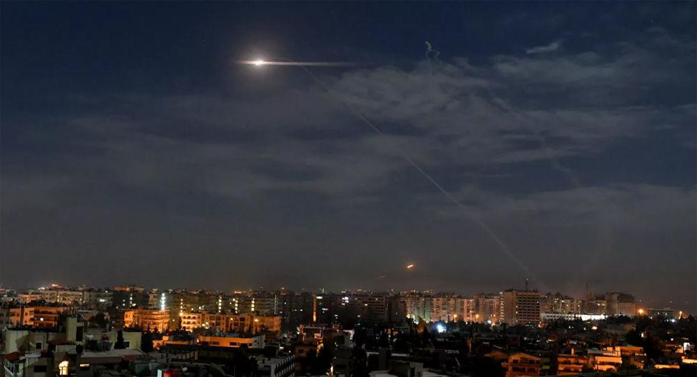 叙利亚防空部队反击以色列对大马士革郊区的空袭(资料图片)