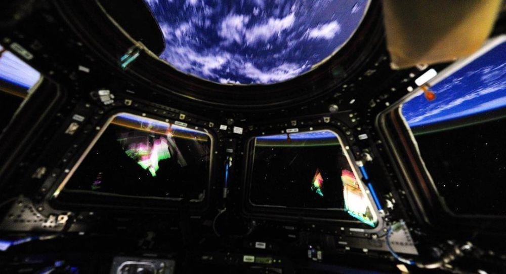 """国际空间站在宇航员""""换班""""前调整轨道高度"""