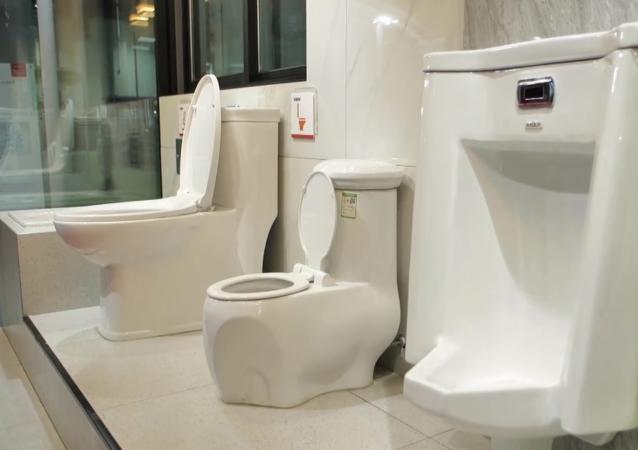 高科技防疫马桶亮相中国厕博会