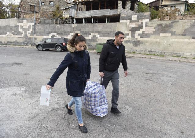 超4.96万名难民在俄维和人员护送下返回在纳卡的家园