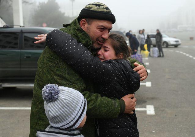 超过5万难民在俄维和人员陪伴下返回在纳卡的家园
