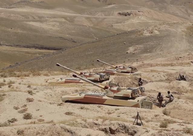 俄驻塔吉克斯坦第201军事基地炮兵军事训练