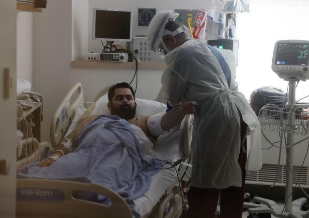 """美国一COVID-19新冠患者在医生""""判死""""后幸存下来"""