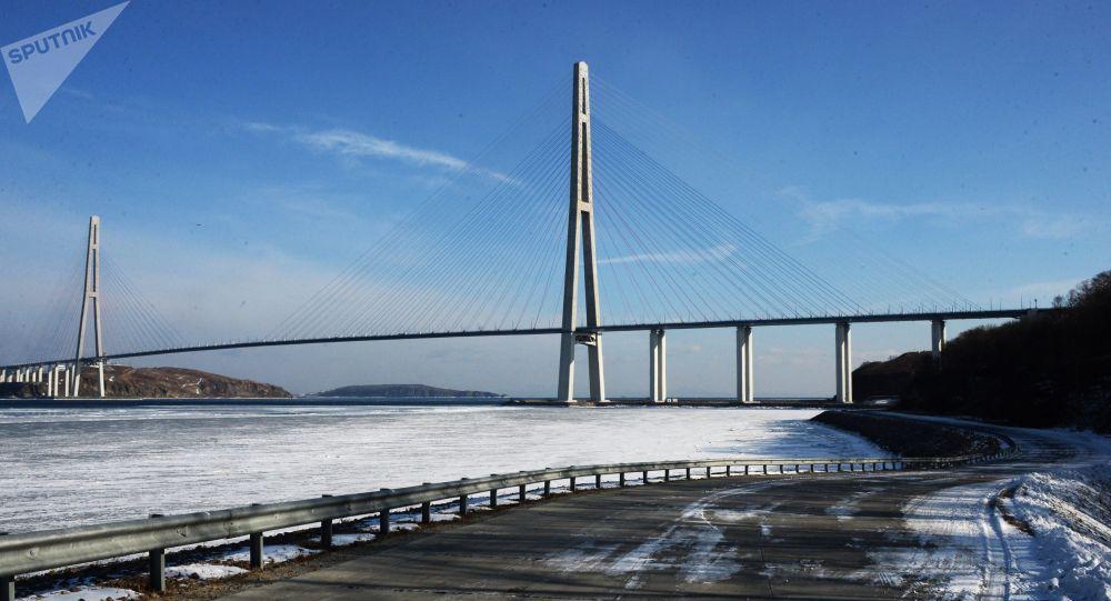 桥梁关闭 当局正安排渡轮将人员运离俄罗斯岛