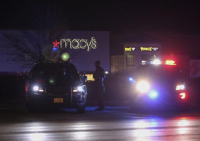 警方:纽约枪手的包中发现一罐汽油和一本圣经