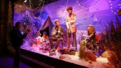 巴黎橱窗的圣诞装饰