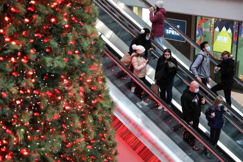 加拿大一座商业中心的圣诞树