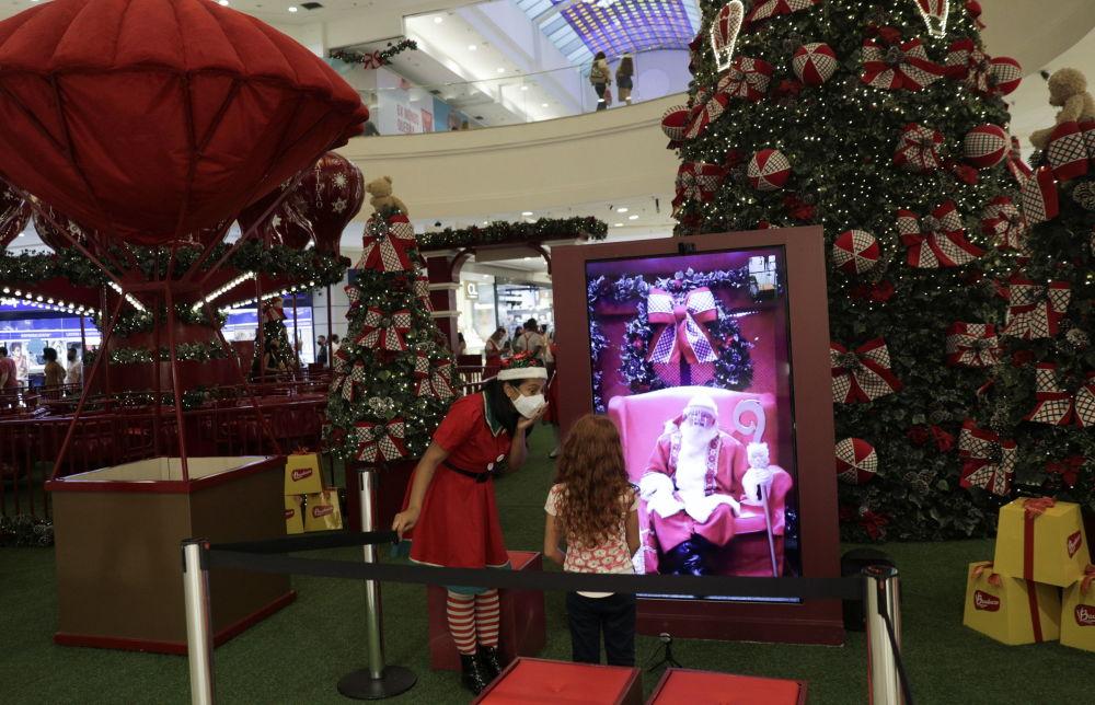巴西购物中心播放的圣诞老人视频