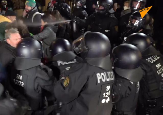 德国再次爆发反防疫措施抗议