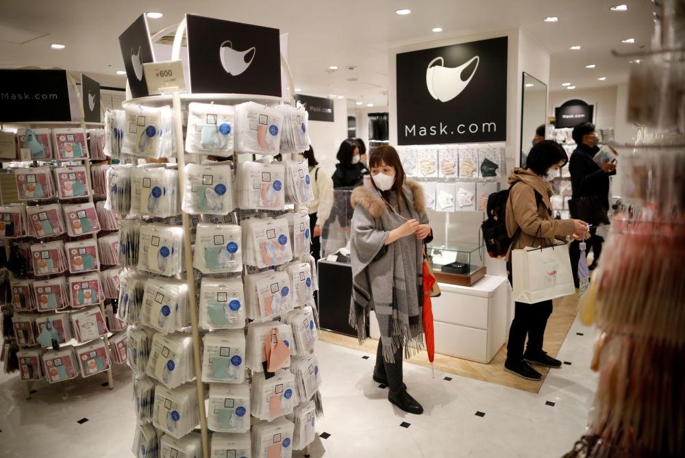 日本镶着宝石和铂金的口罩商店