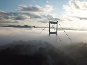博斯普鲁斯海峡大桥在雾中