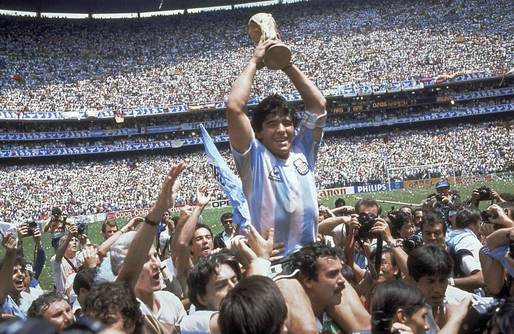 马拉多纳1986年在墨西哥举行的世界杯上斩获冠军