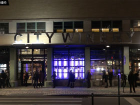 纽约一家餐馆在门口设新冠快速检测点