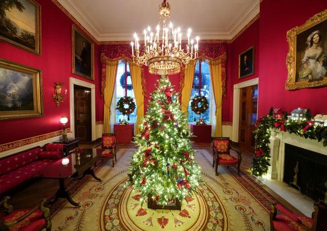 白宫红房间的圣诞装饰