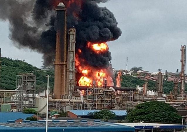 南非一家炼油厂发生剧烈爆炸
