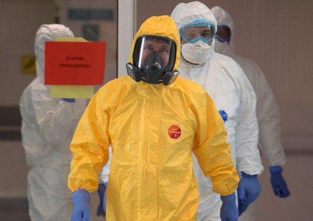 世界政治家过去的一年中如何避免感染新冠病毒