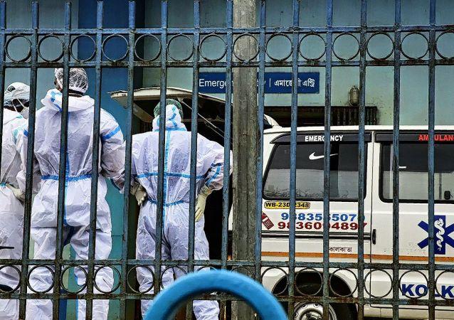 印度单日新增新冠病毒感染病例超29.5万例 创疫情以来最高值