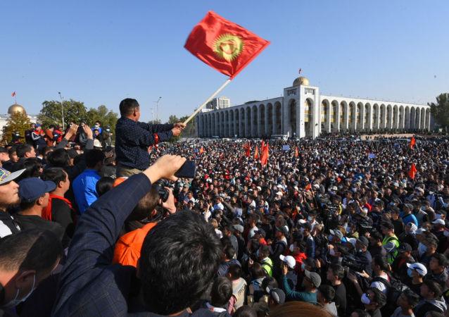 独联体观察员:少量违规行为不影响吉尔吉斯斯坦总统选举