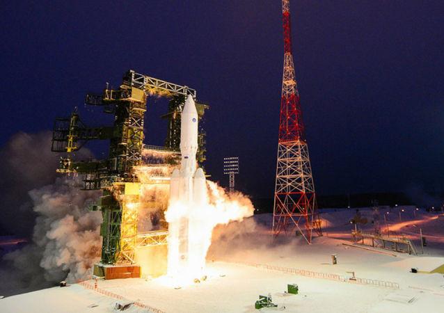 """俄航天集团总裁谈比""""质子""""高一倍功率的超重型火箭"""