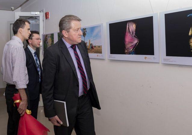 俄罗斯驻印度大使尼古拉∙库达舍夫9右边)