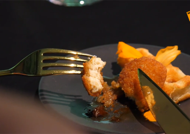 新加坡一餐厅成为世界首家提供人造鸡肉菜肴的餐厅