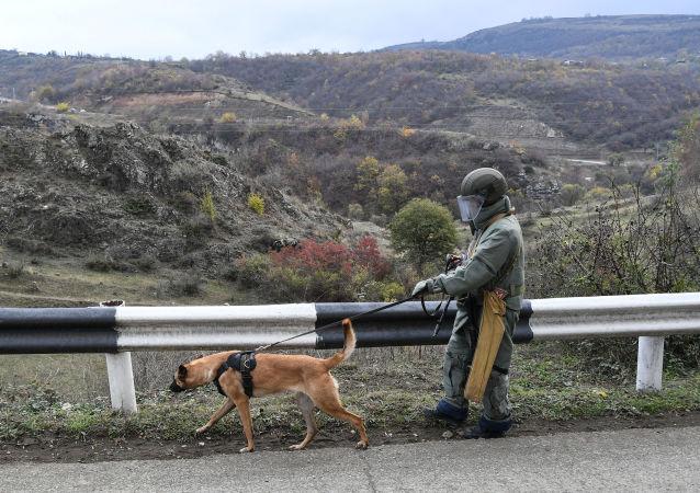 俄紧急情况部专家在纳卡地区发现 一万多件弹药