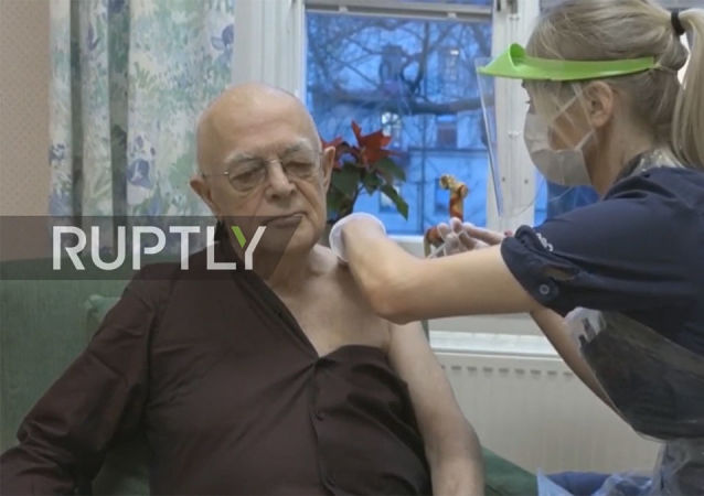 76岁老人成瑞典接种新冠疫苗第一人