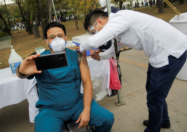 墨西哥卫生部:全国单日60.4万人接种新冠疫苗
