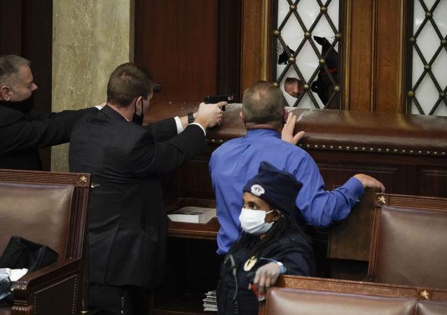 美国一参议员电脑在抗议者占领国会大厦期间被盗