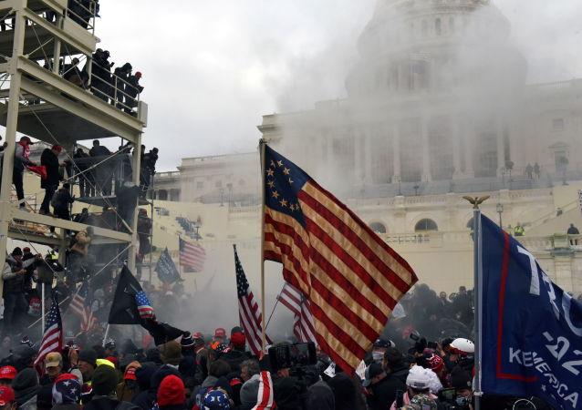 媒体:华盛顿警方拘捕至少30名违反宵禁规定人员