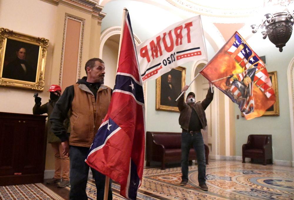 美国总统特朗普的支持者冲进国会大厦