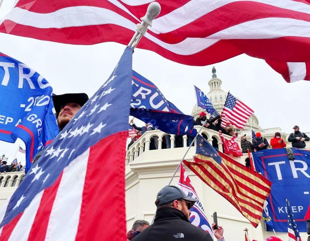 美国现任总统特朗普的支持者在华盛顿国会大厦附近举行抗议活动