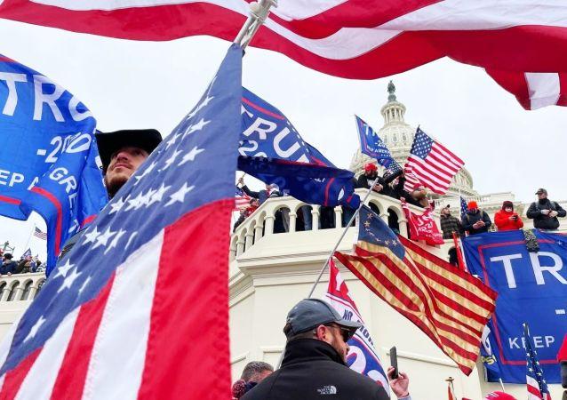 美国60%以上的选民认为特朗普对国会大厦骚乱事件负有责任